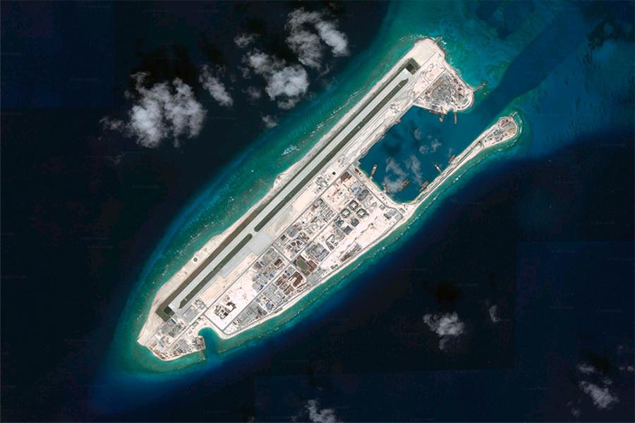 7月12日,海牙仲裁法庭就菲律賓提出的南海仲裁案做出裁決,稱在九段線內中方沒有「歷史權利」宣稱主權,且在南沙群島並不擁有專屬經濟區。此外,仲裁還稱太平島是「巖礁」而非島。(Google地圖)