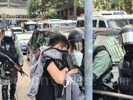 被捕德國交換生:警察不斷吼叫 用警棍威脅我們