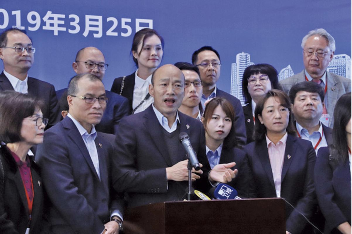 被指靠中共網軍支持當上高雄市長的韓國瑜今年3月訪問中、港、澳,被指給中共拜門。(圖片中央社)