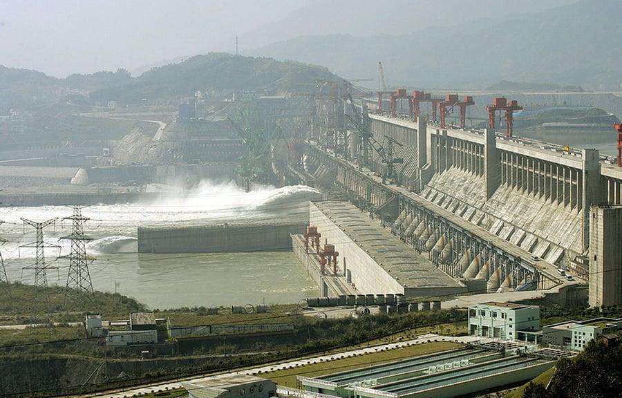 耗資二千億元的世紀水利工程,防洪功能如同虛設,王維洛揭三峽上馬內幕,江澤民力推下,強行上馬。並將此作為政治交易。(Getty Images)