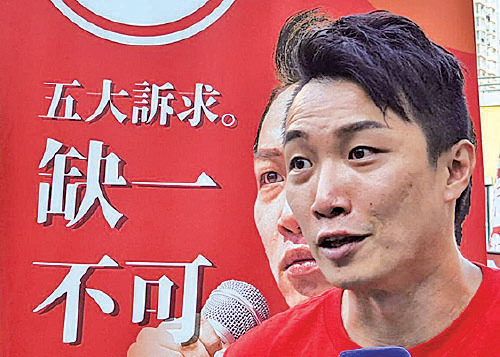 岑子杰在獲勝後說:「獲得的票是投給年輕人的票,這次勝利是香港人勝利。」(孫明國/大紀元)