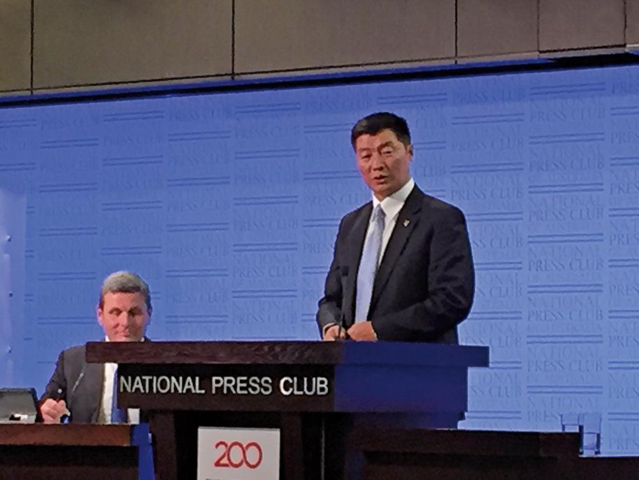 圖為2017年8月在澳洲發表演講的西藏流亡政府民選政治領導人洛桑森格(Lobsang Sangay)。(宋華/大紀元)