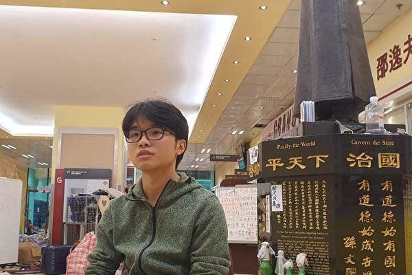 香港理工大學學生會署理會長胡國泓說,警方像圍城一樣圍攻理大,慘烈的情況就像一場屠殺。(大紀元)