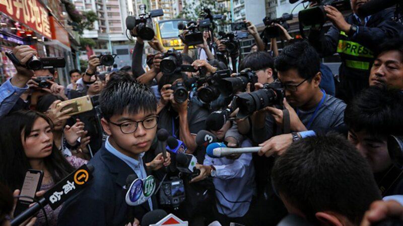 黃之鋒支持的林浩波在海怡西選區勝選,該區是香港最多紀律部隊宿舍的地區。黃之鋒表示,選舉結果反映出香港警察警嫂齊倒戈。 (VIVEK PRAKASH/AFP via Getty Images)