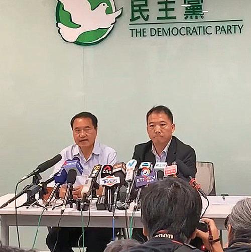 民主黨在區選後晉身第一大黨,主席胡志偉(右)形容,選舉結果是反修例運動以來的民意大爆發。他呼籲林鄭下台、改組政府和警隊,並儘快回應民間五大訴求。(大紀元)