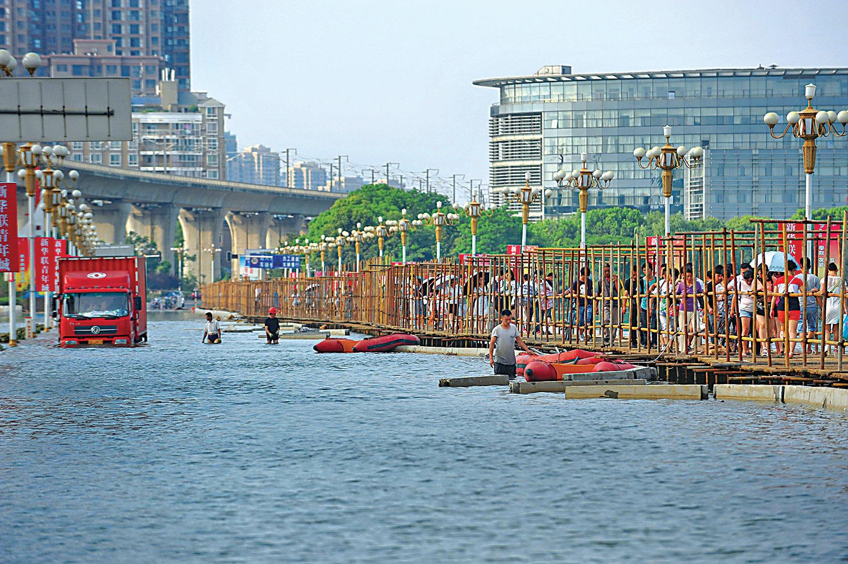 長江中下游洪災,重災區湖北省近日會迎來新一輪降雨,省會武漢成一片澤國。(大紀元資料圖片)