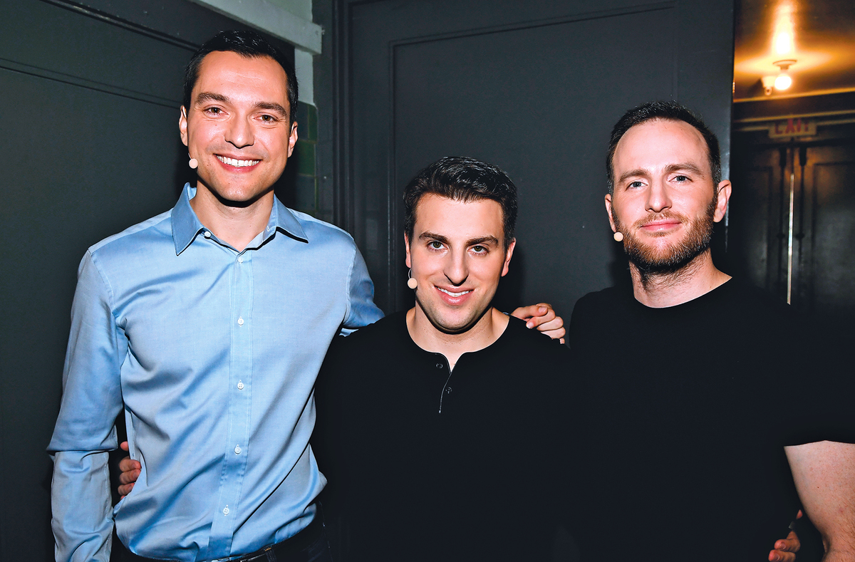 Airbnb的三位聯合創始人:36歲的內森布勒查奇克(Nathan Blecharczyk)(左)、38歲的布萊恩切斯基(Brian Chesky)(中)和38歲的喬吉比亞(Joe Gebbia)(右)。