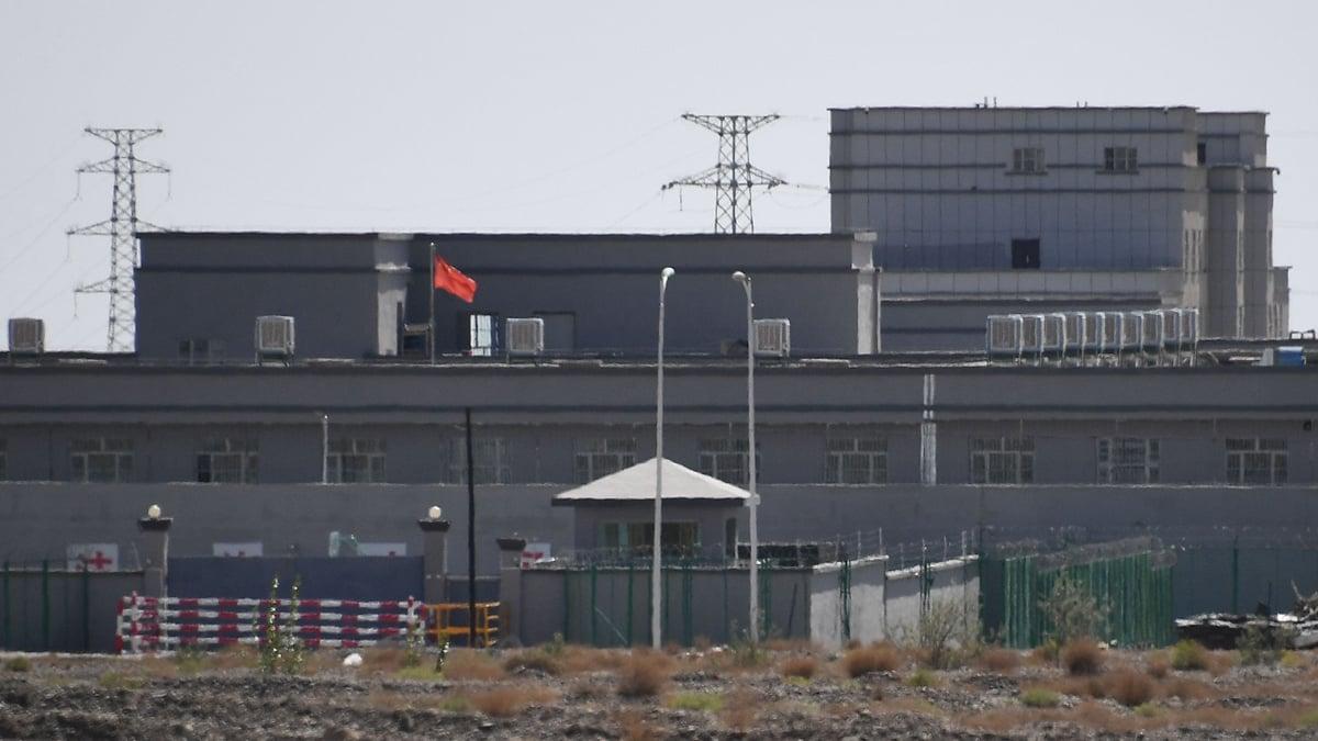 外媒披露,新疆再教育營內,還關著大批基督徒。( GREG BAKER/AFP/Getty Images)