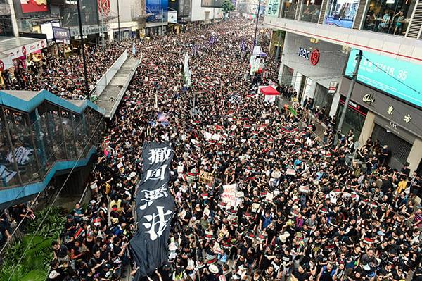 中共用政治超限戰禍亂香港
