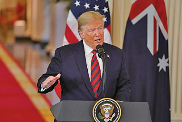 10月9日美國總統特朗普開腔回應事件,說NBA敢在美國批評時政,但是卻不敢面對中共的威嚇。圖為特朗普。(ALEX EDELMAN/AFP)