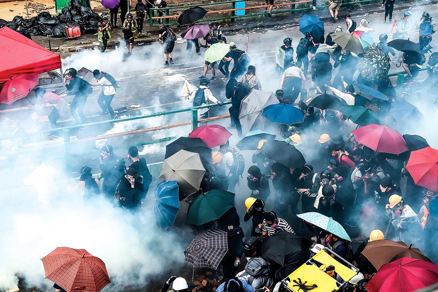 香港青年不惜「攬炒」的背後