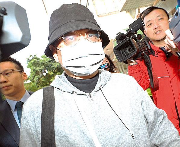 中國創新投資公司主席向心(戴口罩者)與其妻子27日上午遭台灣檢方傳喚。(中央社)
