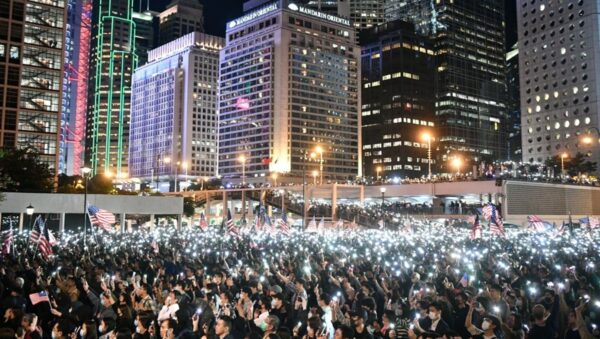 11月28日晚,10萬香港民眾集會感謝特朗普簽署法案。(WALLACE/AFP via Getty Images)