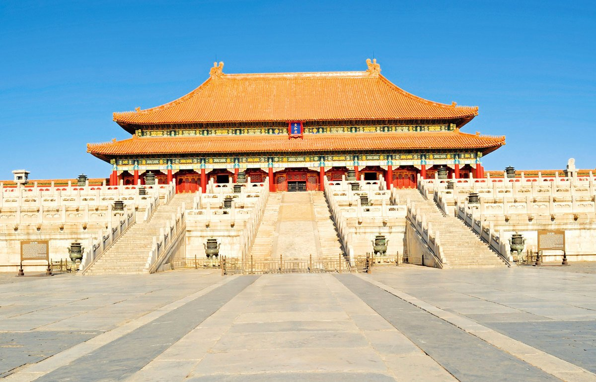 北京城,作為帝王之都,所有的建築形式都體現在帝王的君權神授地位之上。太和殿,是皇帝舉行大典、召見群臣行使權力的主要場所。(Shutterstock)
