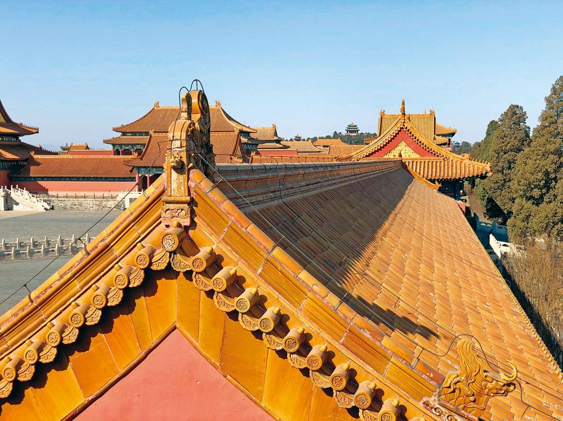 位於北京城市中軸線上的紫禁城,其屋頂大面積使用黃色的琉璃瓦,就是在昭示天下其「中心」的地位。(Shutterstock)