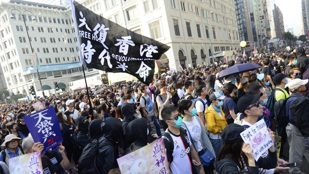 2019年12月1日下午4點,38萬港人在尖沙咀舉行「毋忘初心」大遊行,現場人山人海。(大紀元)