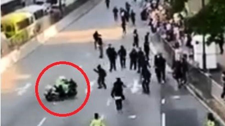 港警開車撞人後復職 鄧炳強回應引眾怒