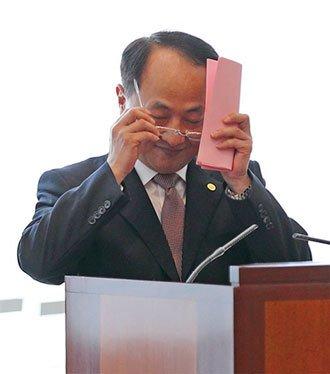 現任中聯辦主任王志民還身兼中共香港工委書記,在中共黨治架構中,其在香港的權力高於林鄭月娥。(李逸/大紀元)