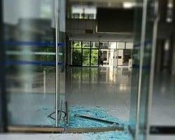 一高校玻璃門被「熱炸」 重慶氣溫將達40℃