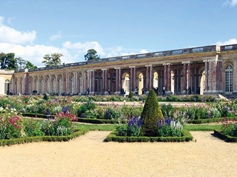 柱廊和花園。(維基百科)