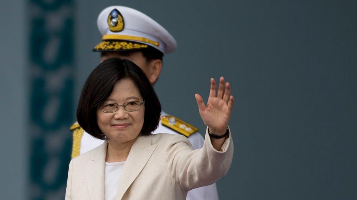 中共反制美國通過香港法案,引發外界嘲諷 。有專家稱,中共又給蔡英文送槍炮來了。(Ashley Pon/Getty Images)