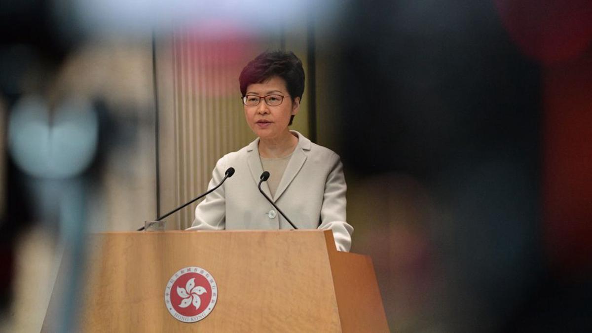 特首林鄭月娥說,香港正面臨「外憂內患」,民眾每天擔驚受怕,港府難以走出困局。(NICOLAS ASFOURI/AFP via Getty Images)