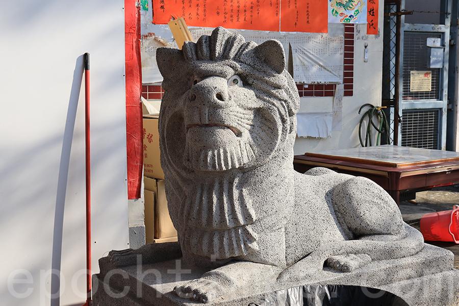 榕樹灣天后廟西式石獅。(陳仲明/大紀元)