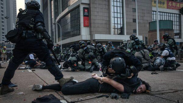 近月抗爭者遭遇更為血腥的濫殺濫捕,甚至被謀殺棄屍。( Chris McGrath/Getty Images)