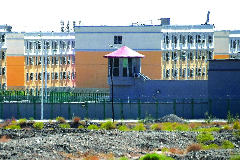 照片攝於2019年6月2日,顯示新疆阿圖什市職業技能教育培訓服務中心的建築,據信這是一個拘留營。(Getty Images)