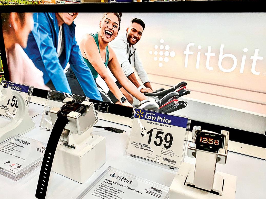 美國智能穿戴裝置大廠Fitbit,主要產品是健身手錶和腕戴式穿戴裝置。(Shutterstock)