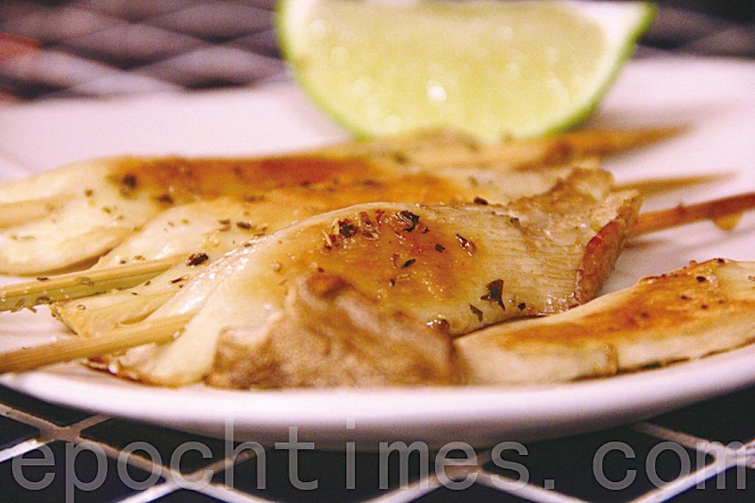 杏鮑菇在料理中很百搭,可作為肉的替代品。圖為義大利鹽烤杏鮑菇。(ALEX/大紀元)