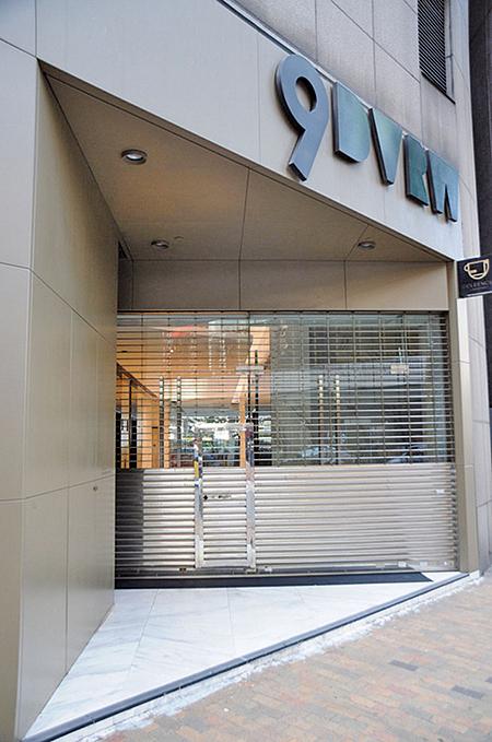 圖為中國創新投資位於本港的大樓,11月24日鐵門深鎖。(中央社)
