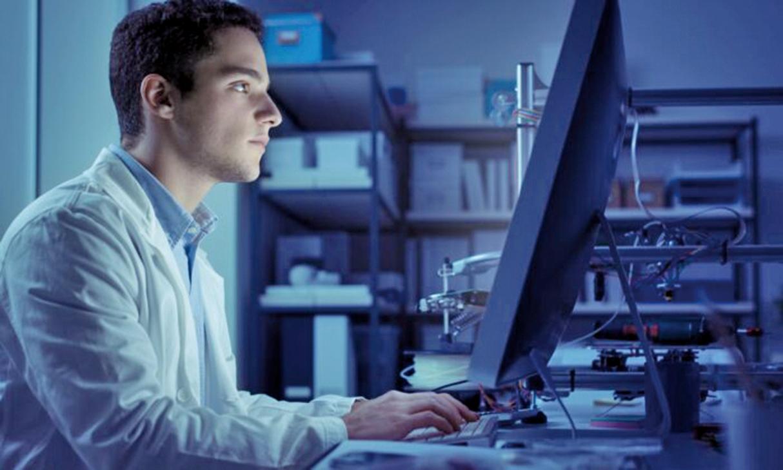 實驗室研究表明,長時間暴露於高強度藍光下會損害小鼠的視網膜細胞。但是,基於人體的研究卻有截然不同的發現。 (Stock-Asso/Shutterstock)