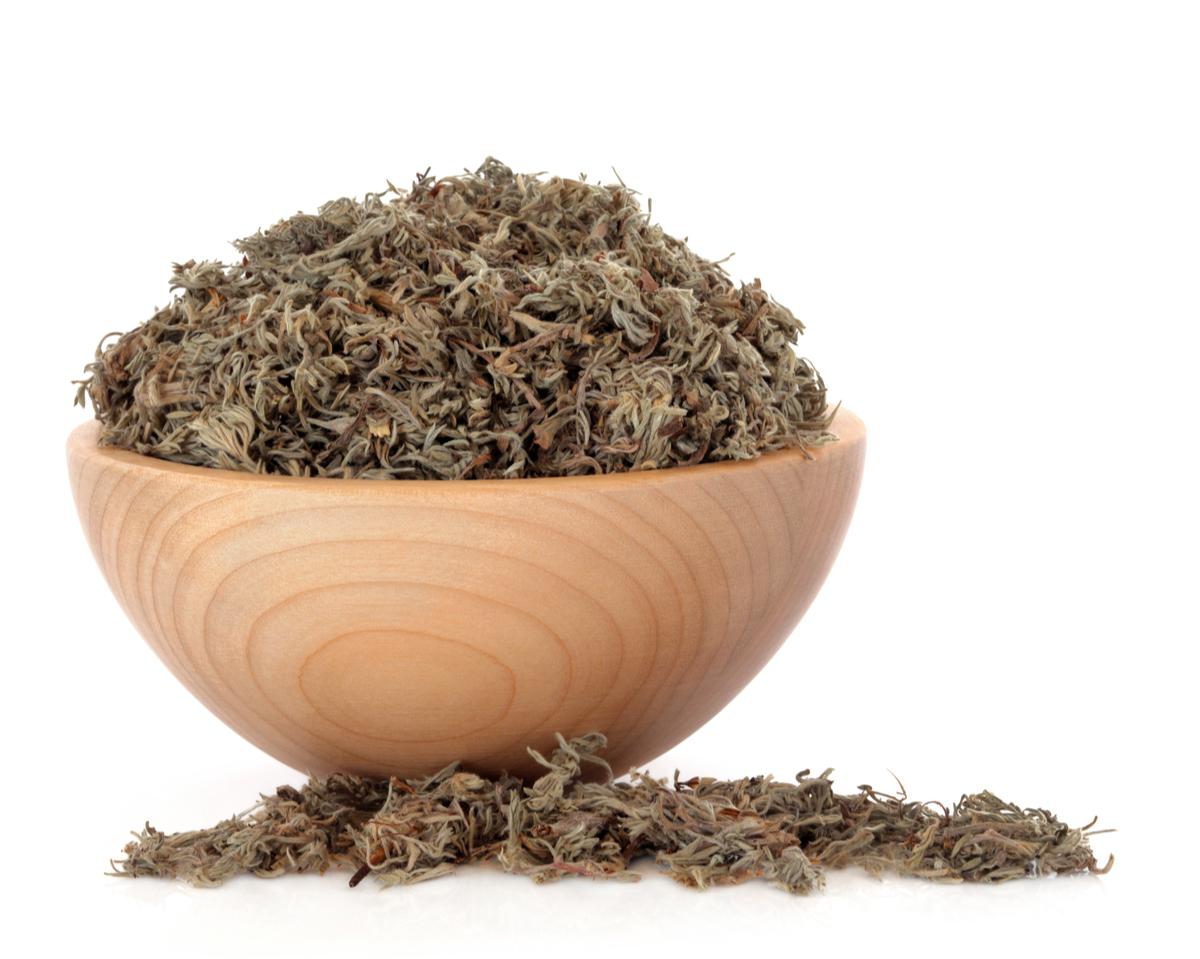 茵陳蒿又名茵陳,可清濕熱、利尿,有助於消除水毒引起的水腫。