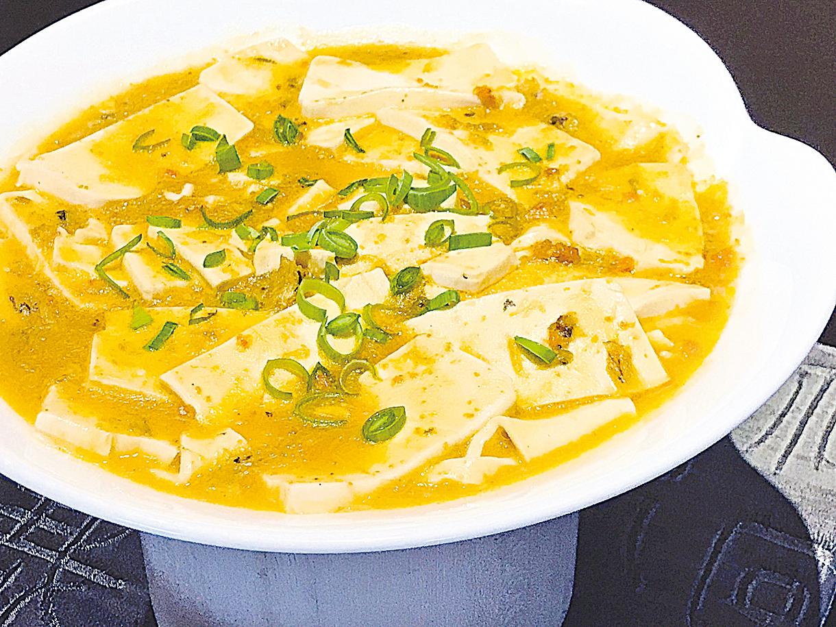 鮮味十足的蟹粉豆腐。