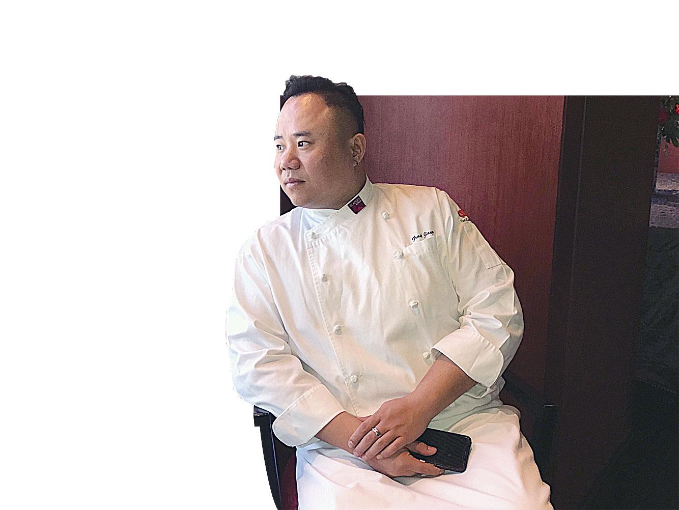 常州富都盛貿酒店餐飲副總監姜寧,近期在香格里拉台北遠東國際大飯店示範。