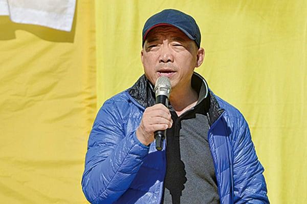 立法會議員胡志偉到場聲援法輪功。(宋碧龍/大紀元)