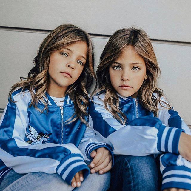 雙胞胎獲得很多童裝品牌和雜誌的青睞。((Suparat Kusonphutthanak Facebook))