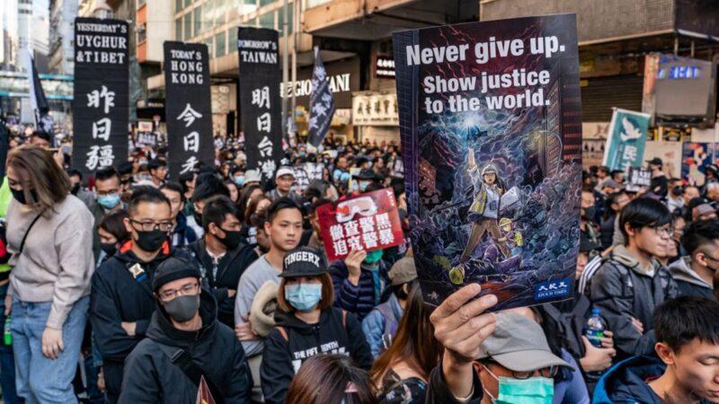 12月8日,80萬港人大遊行,人潮逼爆街頭。(Anthony Kwan/Getty Images)