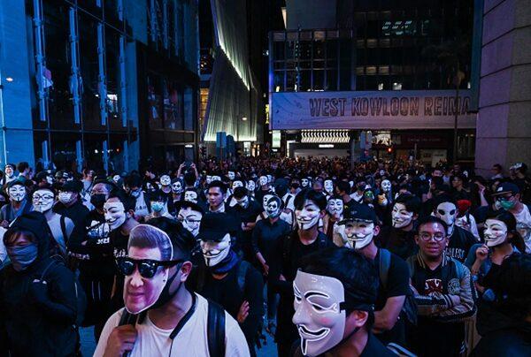 抗爭者戴著習近平頭像面具參加反送中集會。(Billy H.C. Kwok/Getty Images)