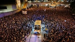 80萬遊行再現「分紅海」 港人高質素獲贊