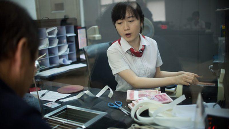 今年上半年,包括中國銀行在內的7家銀行首次發行永續債,金額高達3700億人民幣,顯示中共債務危機嚴峻,銀行資金已告急。(JOHANNES EISELE/AFP/Getty Images)