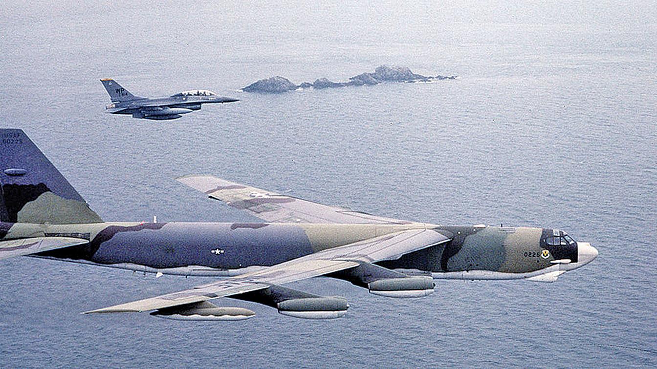 美軍兩架RC-135偵查機突然齊飛朝鮮半島。示意圖(Getty Images)