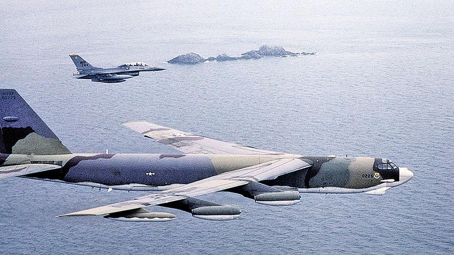 美國兩架偵察機齊飛北韓