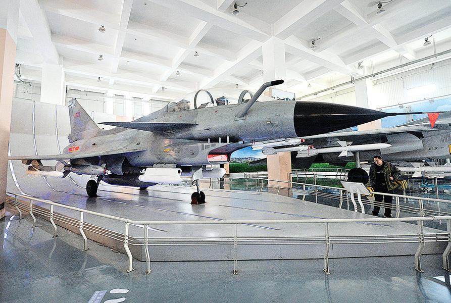 為何中共殲-10酷似美國F-16獵鷹戰機