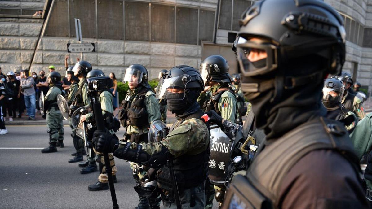 大批港警戒備。(NICOLAS ASFOURI/AFP via Getty Images)