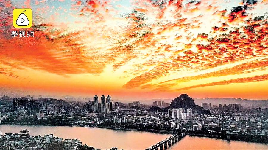 廣西多地天空奇景 火燒雲美麗壯觀