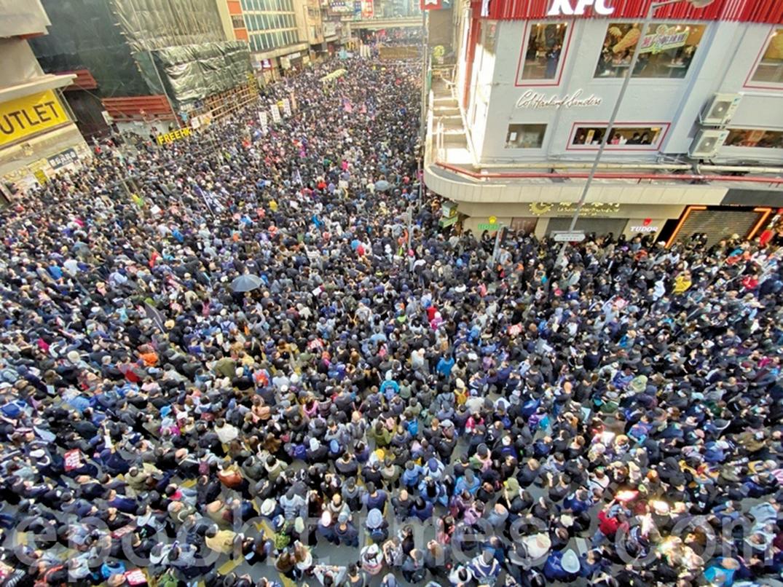 2019年12月8日,香港民陣發起「國際人權日」集會大遊行,遊行至軒尼詩道與波斯富街。(駱亞/大紀元)
