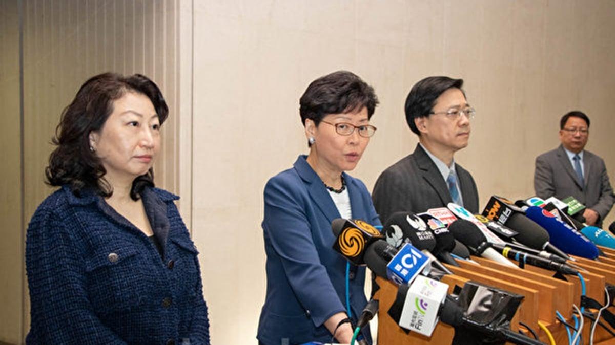 鄭若驊12月初回港後,自爆被送北京療傷。留京期間一舉一動幾乎都有中方人員形影相隨。(蔡雯文/大紀元)