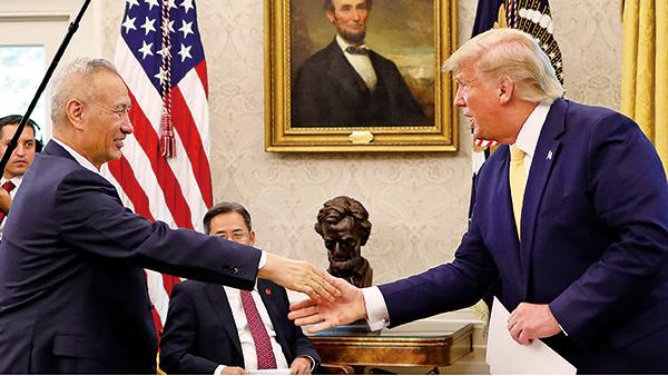 2019年10月11日,特朗普與中共副總理劉鶴會晤後,達成第一階段貿易協議。(Getty Images)